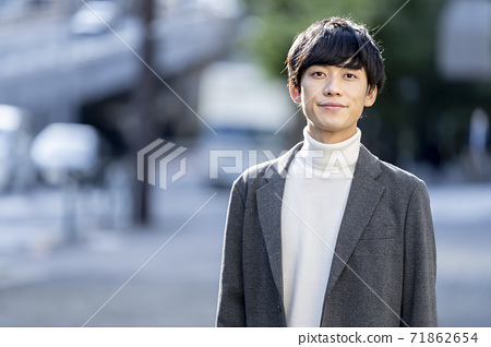 一個二十多歲的男人的肖像 71862654