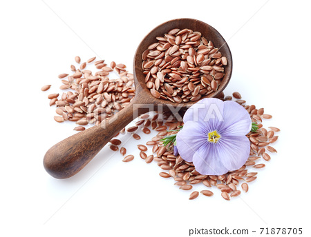 Flax seeds in wooden spoon in closeup 71878705