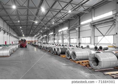 reuse of aluminum, metal processing in a modern plant 71884301