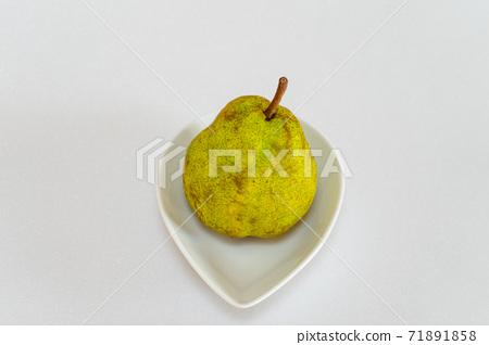 Autumn taste ripe pear 71891858
