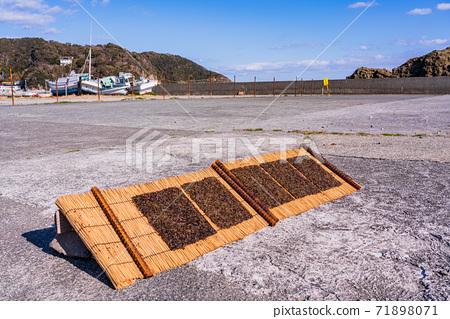 Sun-dried natural seaweed 71898071