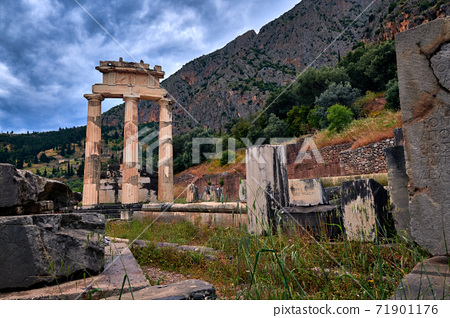 Ruins of Tholos of ancient Greek goddess Athena Pronaia in Delphi, Greece. Three Doric columns by famous Delphi complex. UNESCO World heritage site. 71901176