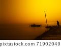 아름다운 해질녘의 바닷가 71902049