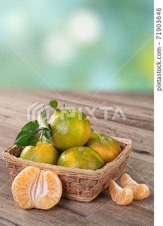 橘子 農業 木板 蜜柑 Tangerine wooden background 蜜柑 みかん 71903646