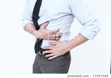 A young man has a stomach ache. 71907988