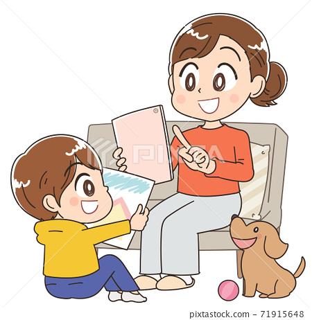 스테이 홈 집에서 보내는 어머니와 어린이 71915648