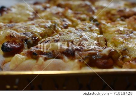 수제 피자 오늘의 점심 식사 71918429