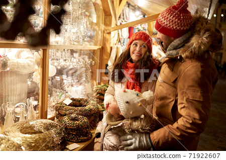 happy family at christmas market in city 71922607