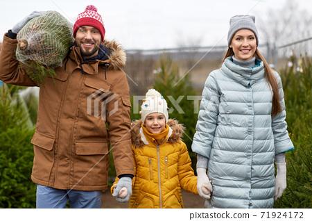 happy family buying christmas tree at market 71924172