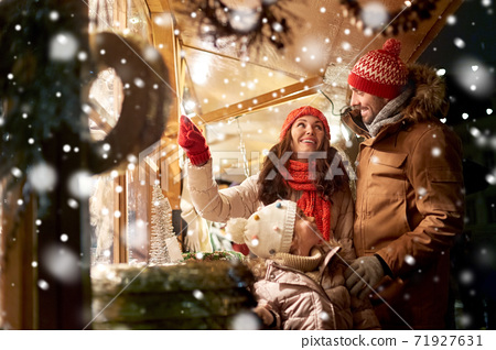 happy family at christmas market in city 71927631