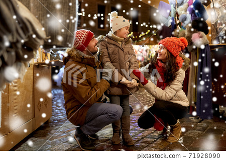 happy family at christmas market in city 71928090
