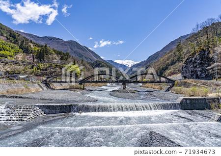 從大塚村大橋和越川大橋看南阿爾卑斯山的赤石岳 71934673