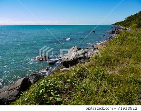 Pretty beach 71938912
