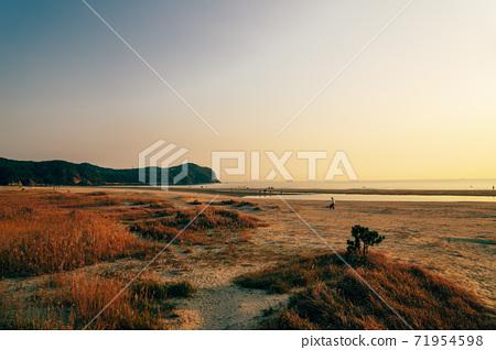 Sunset of Dadaepo Beach park in Busan, Korea 71954598