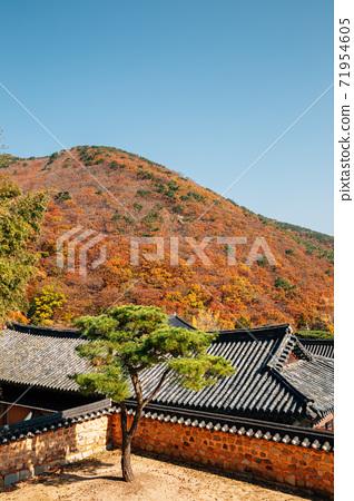 Beomeosa temple with autumn mountain in Busan, Korea 71954605