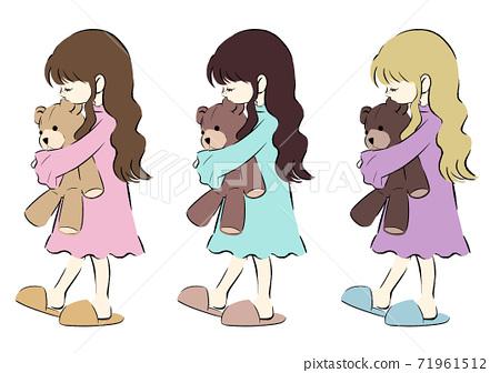 穿著睡衣抱著毛絨熊的女孩 71961512
