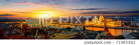 Budapest at sunset 71965882