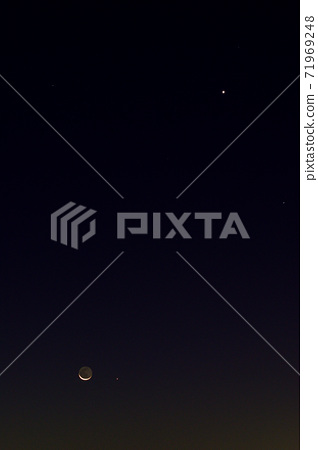 Moon, Mercury, Venus, and Spica with planetshine 71969248
