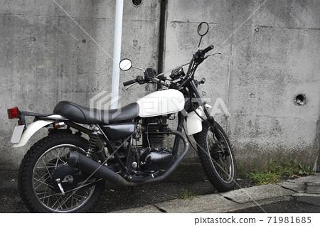 분위기있는 오토바이 71981685