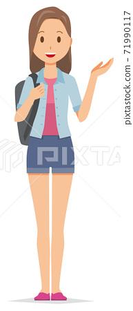 一個背包的年輕女子舉起一隻手 71990117