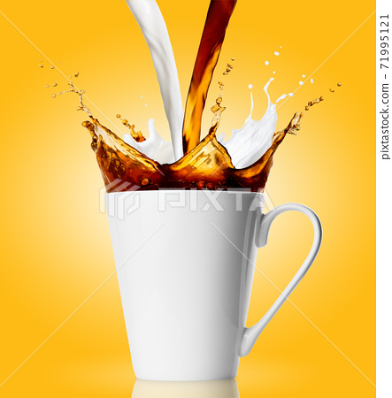 cup with coffee and milk splashes 71995121