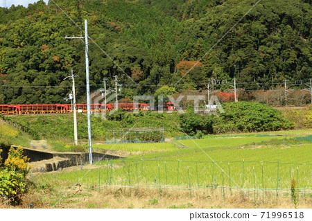 가을의 사가 노 트럭 열차 71996518