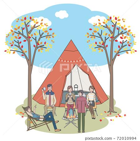 男女在秋天露營 72010994