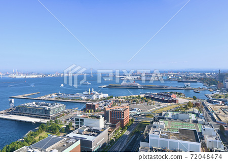 Port of Yokohama from Ferris wheel 72048474