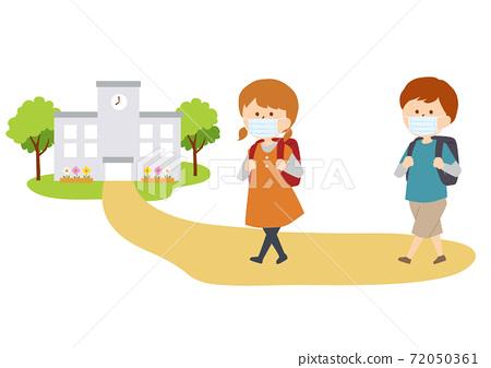 孩子們戴著口罩上學 72050361