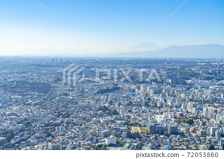 [Kanagawa Prefecture] Yokohama cityscape blessed with fine weather and Mt. Fuji in the haze 72053860