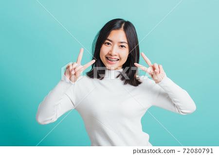 Portrait female give V-sign 72080791