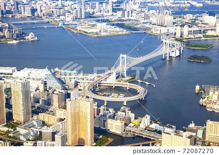 Scenery from the sky above Tokyo Rainbow Bridge 72087270