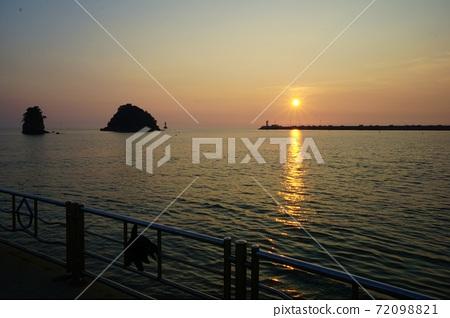 노을 지는 항구 72098821