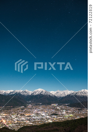 매 사냥 산에서 오 마치시와 알프스의 야경 (초겨울) 72122819