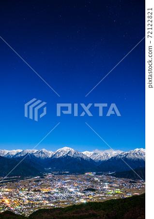 매 사냥 산에서 오 마치시와 알프스의 야경 (초겨울) 72122821