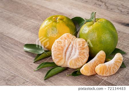 橘子 農業 木板 蜜柑 Tangerine wooden background 蜜柑 みかん 72134483