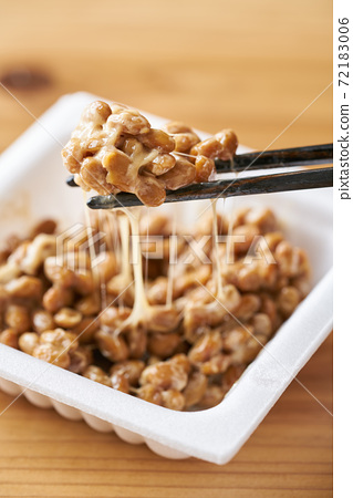 Natto in a white pack 72183006