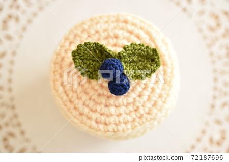 Hand-knitted cheesecake 72187696