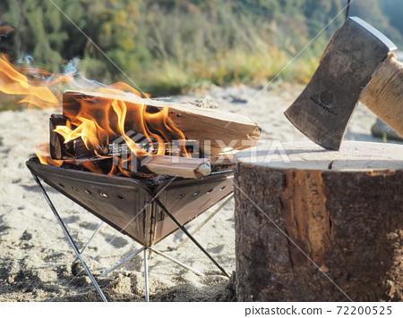 在單人營地燒柴 72200525