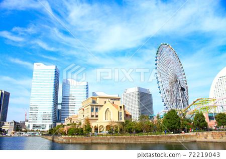 요코하마시 대 관람차가 우뚝 솟은 요코하마 미나토 미라이 21의 풍경 72219043