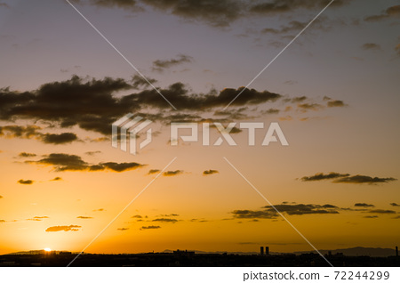 Evening view created by the sun setting on Awaji Island 72244299