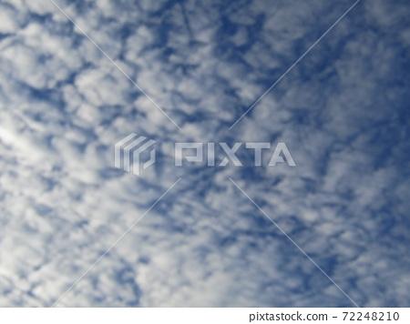 이나 게 해변 공원의 겨울의 푸른 하늘과 흰 구름 72248210