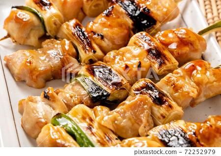 烤雞肉串(Tareyaki / Negima)開了。 72252979