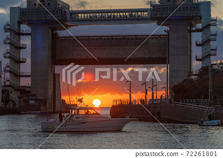 Numazu Port Daruma Sunset 72261801