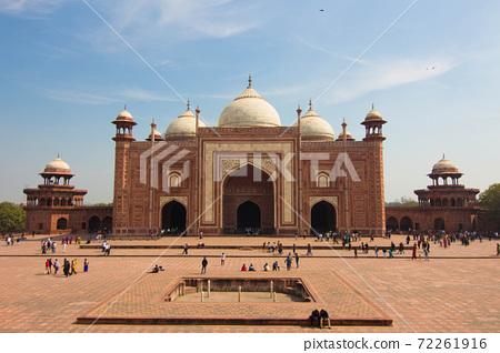 在印度泰姬陵旁邊的清真寺 72261916