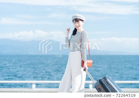 婦女去旅行 72264519