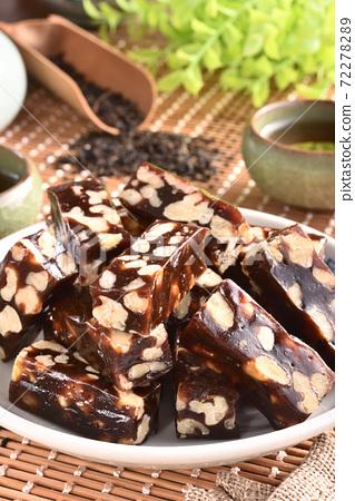 Walnut & Date Cake 72278289