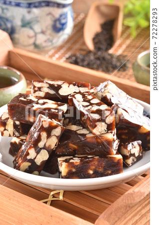 Walnut & Date Cake 72278293