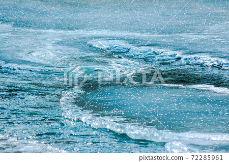 icy surface of frozen river. beautiful wet nature texture 72285961