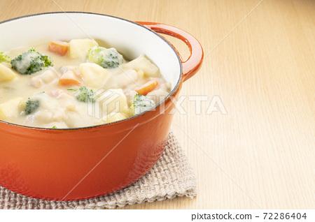 Warm cream stew 72286404